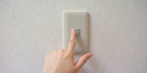 引っ越しするなら電気はいつ停める?